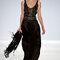 Vestido de fiesta largo en color negro con tirantes y brocados en el corpiño