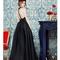Vestido de fiesta largo en color negro corte princesa con falda voluminosa y espalda enmarcada