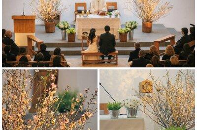 Decoración de boda con árboles en flor