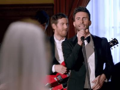 Maroon 5 invade casamentos para gravar clipe: veja a reação das pessoas!
