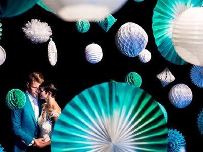 Een turquoise origami real wedding: geweldig en kleurrijk!