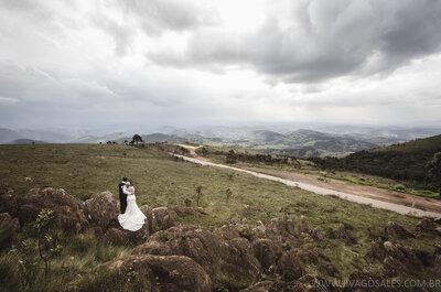 Livia e Raphael: casamento clássico na igreja com ensaio lindo em meio à natureza!