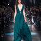 Festmode für Hochzeitsgäste: Edle Robe in Smaragdgrün von Roberto Cavalli.