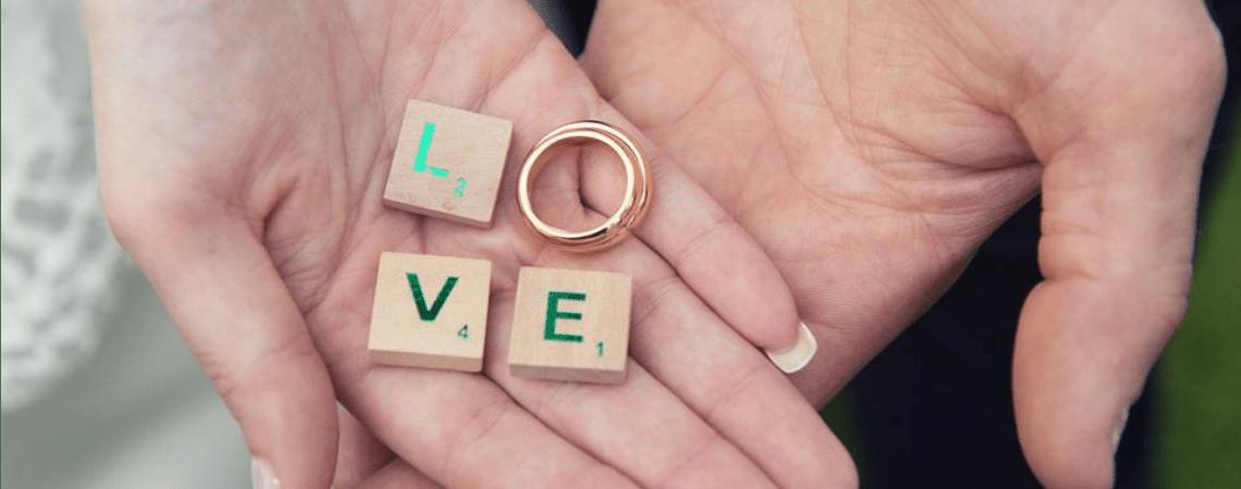 Come personalizzare le fedi nuziali: 10 frasi d'amore che le renderanno uniche