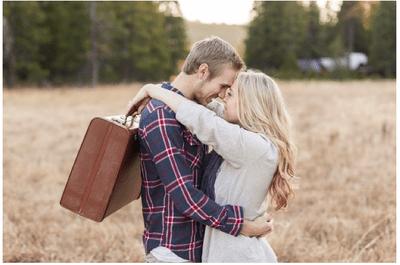 Un viaje de amor: La sesión de fotos pre boda perfecta para una pareja de viajeros