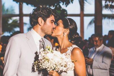 Casamento na praia de Joana & Luis: rústico, chique e mega colorido na Bahia!