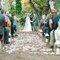 Ceremonia de boda decorada con grandes candiles para velas.