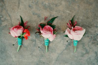 10 originales y coloridos boutonnieres para inspirar tu boda