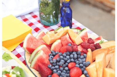 Un goût exquis et des couleurs flashy : idées pour décorer votre mariage avec des fruits