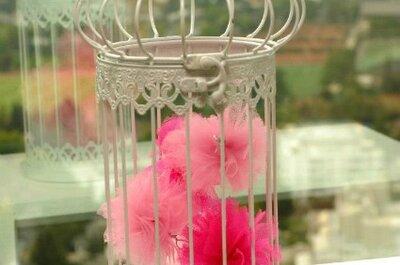 Pompones color rosa como decoración de bodas