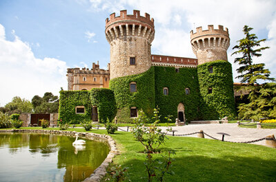 Célébrez un mariage de rêve dans un château espagnol, à Alt Empordà, proche de Barcelone