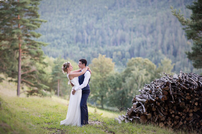 Diane et Etienne se sont mariés dans un bergerie, entourés de bien curieux invités laineux!
