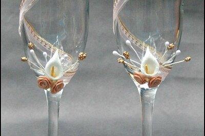 Delicadas copas decoradas para los novios