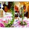 Detalhes cor de rosa na mesa do seu casamento. Foto: Kristin Speed