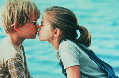 The 10 best kisses from our fave romcoms: Love is in the air!
