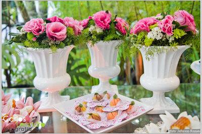 Arreglos elegantes para decorar las mesas de la boda