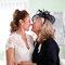 Beso de la novia con su madre.