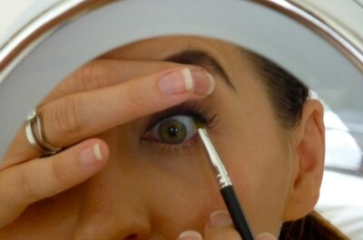 Bruidsvisagie: mooie wenkbrauwen en stralende ogen