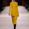 Festmode für Hochzeitsgäste: Outfit, gelb, von Hermés.