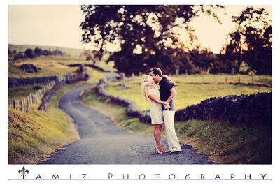 Romántica sesión de fotos pre-boda en el campo