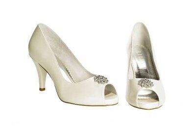 Sapatos de noiva com salto baixo de Lilly: conforto e beleza juntos