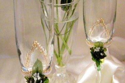Taças decoradas para um brinde de casamento original