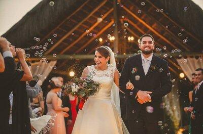 Casamento ao ar livre de Mariana & Renan: rústico, ultra romântico e durante o pôr do sol!