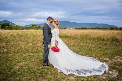 Casamento clássico de Debora & Fagner ao ar livre: conto de fadas em meio à natureza!