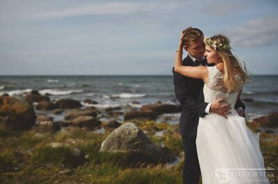 Na tych zdjęciach widać ich dotyk i idealne tło,czyli...morskie fale. Wspaniała sesja ślubna!