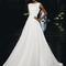 Vestido de novia 2013 con escote extendido estilo marinero, sin mangas y falda amplia corte A