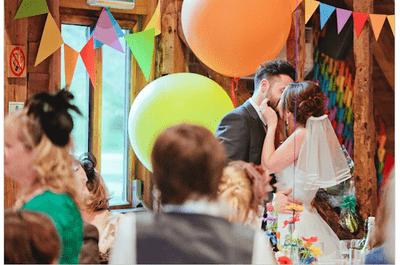 Real Wedding: Una boda súper divertida inspirada en los colores del arcoíris