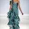 Vestido de fiesta largo en color turquesa con tirante en un hombro y volumen al frente