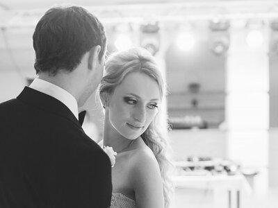 La mejor música para tu boda: ¡Un espectáculo que te dejará sin aliento!