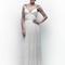 Vestido de novia 2013 con tirantes discretos, escote pronunciado y fajín con plisados