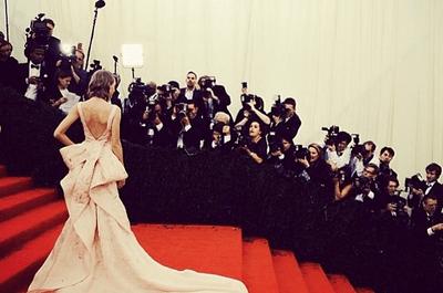 Um adeus ao grande Oscar de la Renta: os 30 vestidos mais deslumbrantes e marcantes do estilista