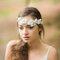 Spięte włosy Panny Młodej i biały wianek, Foto: Orchidee De Soie