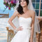 Suknia ślubna z odkrytymi ramionami i kokardką w talii, Foto: Sincerity Bridal 2015