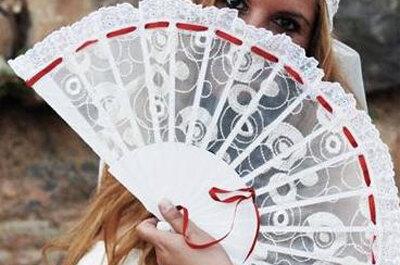 Abanicos para novias, los complementos más usados en verano