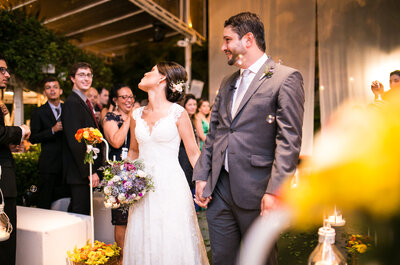 O emocionante casamento de Caroline & Fabrício: festa super animada e com a cara dos noivos, no Rio de Janeiro!