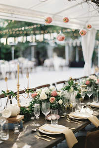 De mooiste decoratie voor de buiten bruiloft in 2017!