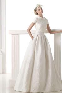 Pronovias Brautkleider 2015: Suchen Sie ein Brautkleid mit bezaubernden Stickereien?