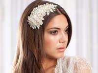 Accessori per capelli per la sposa 2016: innovare con garbo e raffinatezza