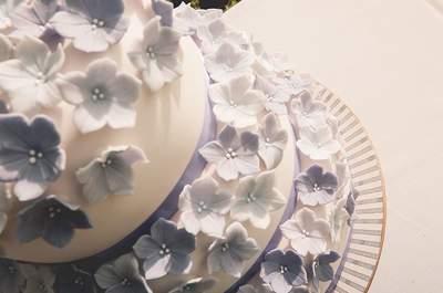 de mariage décorés avec des fleurs un dessert de mariage orné de ...