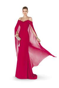 Descubre la colección de vestidos para invitadas de Pronovias 2015