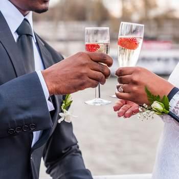 Un mariage en noir et blanc sur une péniche à Paris, pour une inspiration moderne et élégante