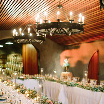 Bloemenslingers op je bruiloft? Wij laten je zien hoe je dit het beste aan kunt pakken!