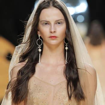 Fryzura ślubna z rozpuszczonych włosów 2017! Naturalne i zawsze bardzo modne!