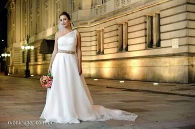 Vestidos de noiva com cinto para 2015: cinturinha definida e silhueta esbelta