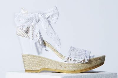 Sandalias de novia con cuña, una opción muy cómoda para el verano de 2013