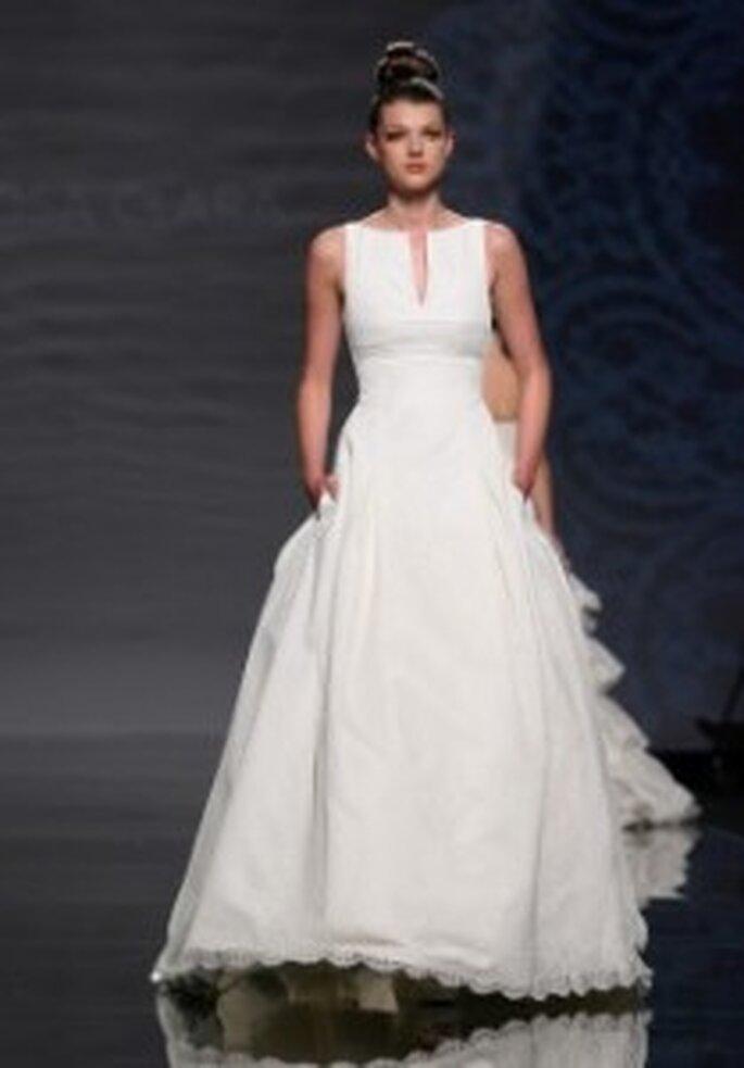 Vestido de novia Rosa Clará 2011 - Cuello barco y con bolsillos